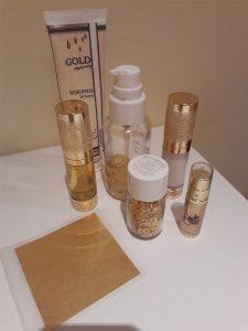 Gold-Luxus-Gesichtsbehandlung und Körpermassage mit reinem Gold 24 Karat